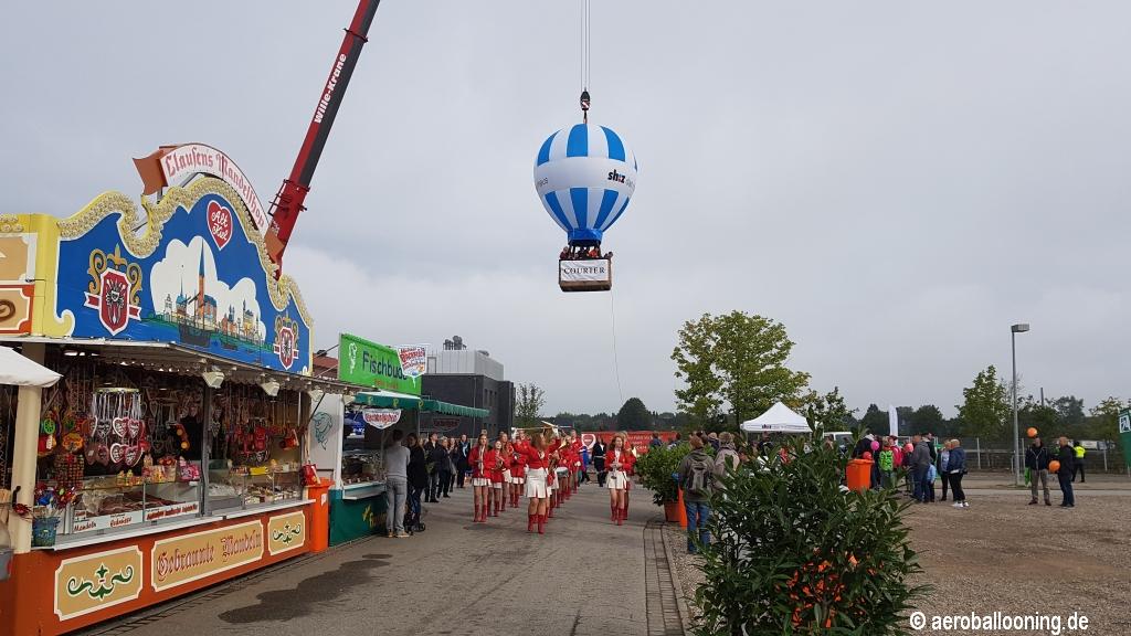 Ballon am Kran